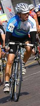 Paul Bates leads the bunch at Warwick - September 2007 - © Rhodopsin photography